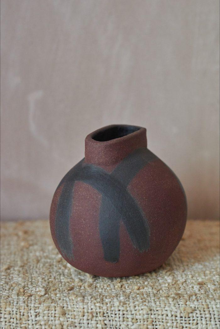 Sarah Maingot - Dark Brick Red + Black Oval Pot